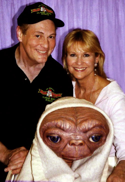 dee_wallace_actress_original_et_with_cortlandt.jpg